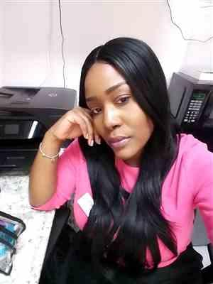 Kereece Small verified customer review of Model Model Premium Seven Star V-Shaped Lace Front Wig EV-003