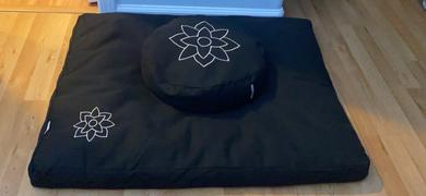 Mindful & Modern Zabuton Mat in Black Review
