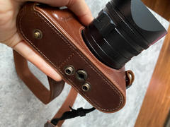 MegaGear Store MegaGear Leica Q-P, Q (Typ 116) Ever Ready Top Grain Leather Camera Case and Strap Review