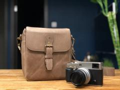 MegaGear Store MegaGear Torres Mini Top Grain Leather Camera Messenger Bag for Mirrorless, Instant and DSLR Cameras Review