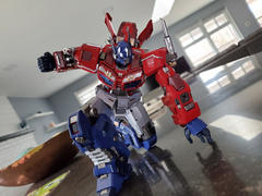 USA Gundam Store #05 Optimus Prime Transformers, Flame Toys Kuro Kara Kuri Review