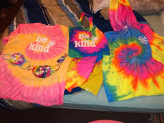 sunshinesisters BE KIND MYSTERY RAINBOW TEE Review