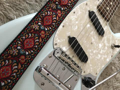 Steyner Straps Retro Gitarrengurt Hippie Love Review