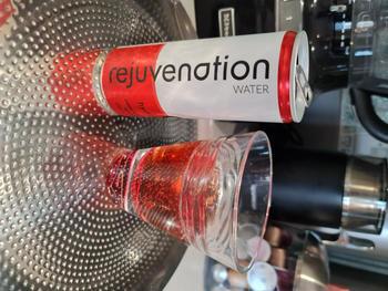 Rejuvenation Water Rejuvenation Water bebida de recuperación a base de plantas, aminoácidos y electrolitos - espumoso - Cherry & Cranberry Review