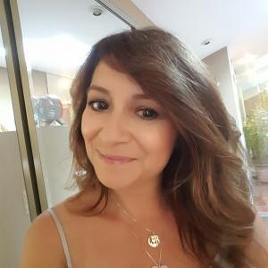 A Vivienne Sabó Customer