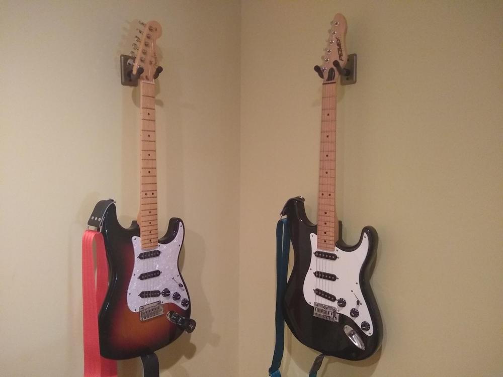 String Swing Metal Guitar Keeper Wall Hanger White