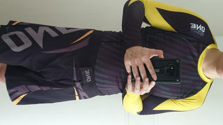 ONE.SHOP ONE Black and Yellow Rash Guard Review