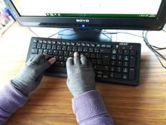 SNAPPYFINDS - Therapeutic Comfort Arthritis Glove Review
