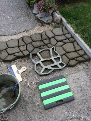 SNAPPYFINDS - PerfectPath - Concrete Path Mold Review