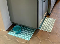 Dwell and Good  Diagonal Bones Vinyl Dog Bowl Mat Review