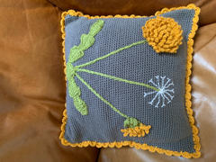 Deramores Dandelion Cushion Crochet Kit and Pattern Review
