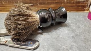Fendrihan Canada Fendrihan Pure Badger Shaving Brush with Stand, Black Handle Review