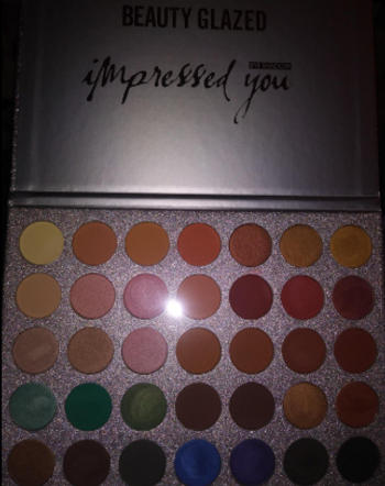 Boots N Bags Heaven Shimmer and Glaze Matte Eye Shadow Palette Review