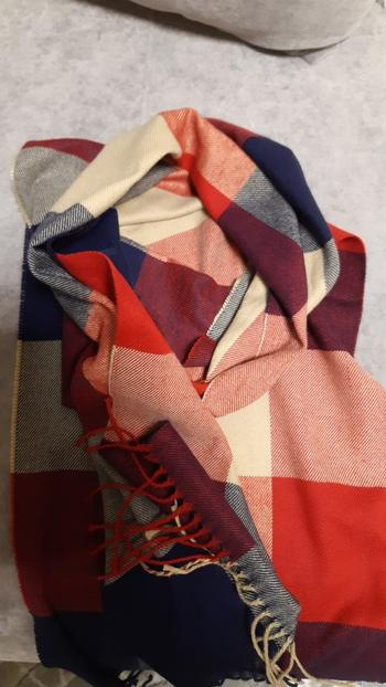 Boots N Bags Heaven Plaid and Plain Casual Winter Scarf Review