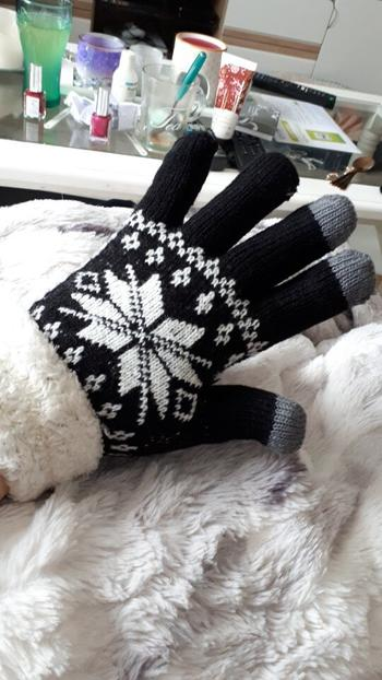 Boots N Bags Heaven Snowflake Thick Cashmere Two-layered Winter Gloves Review