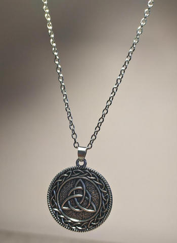 Galaxy Teez Sterling Silver Vintage Round Triquetra Necklace Review