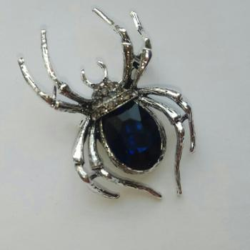 Galaxy Teez Vintage Rhinestone Spider Brooch Pin Review