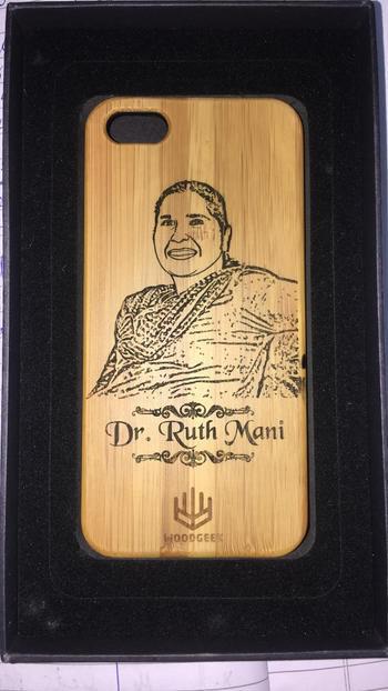 Woodgeek store Custom Engraved Phone Case For Your Mom Review