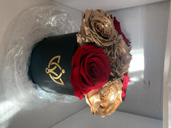 The Million Roses Europe The Million Basic - Red & Gold Eternity Roses - Black Box Review