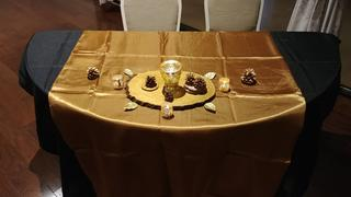 tableclothsfactory.com 72 x 72 Gold Seamless Satin Square Tablecloth Overlay Review