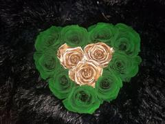 Eternal Roses® Grand Chelsea Gift Box in Emerald Gold Review
