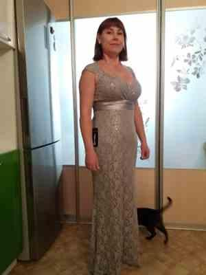 E***K verified customer review of Floor Length Lace Evening Party Dress