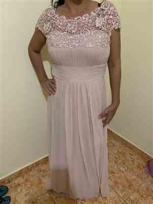 Anonymous verified customer review of Plus Size Lace Cap Sleeve Evening Gown