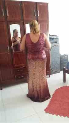 D***s verified customer review of Plus Size Off Shoulder Floor Length Sequins Evening Gown