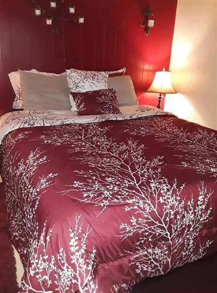 Lacey verified customer review of Burgundy 6 Piece Foliage Reversible Comforter Set
