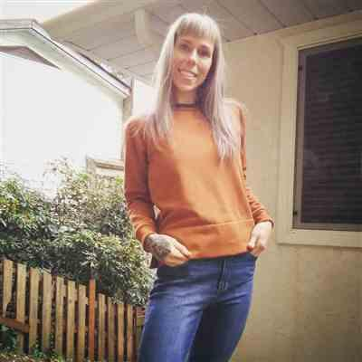 Shelly Seifridt verified customer review of The Layer Sweatshirt