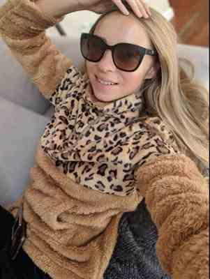 Maria Osokina verified customer review of Leopard Print Zip Up Plush Pullover
