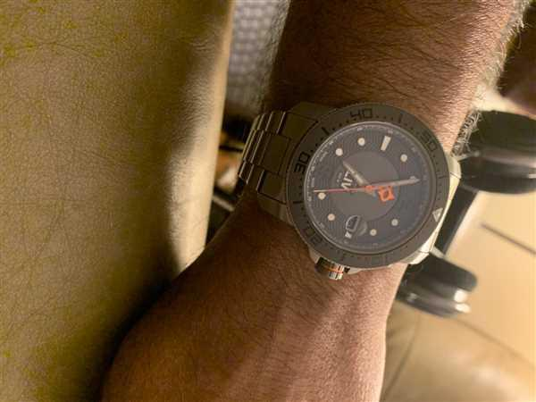 LIV Swiss Watches LIV GX Diver's 41mm Gray Review