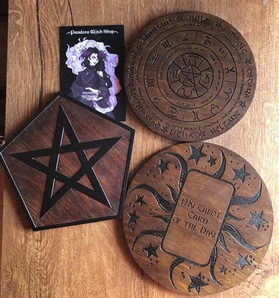 Alyss verified customer review of Pentagram rhombus - Altar pentacle - Red wood\Black