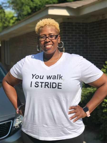 HEIGHT GODDESS  You Walk, I Stride Tee: V-neck Review