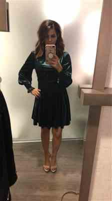 Chelsea M. verified customer review of Kora Emerald Velvet Dress