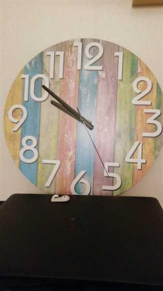 A***a verified customer review of Modern Rainbow Wall Clock Kimberly Model