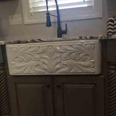 Stephanie  verified customer review of Reversible Series 30 Fireclay kitchen sink with Gothichaus design