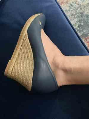 Miriam D. verified customer review of Roses Leather Wedges - Navy