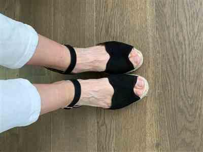 Cupper verified customer review of Pedreres Suede Wedges - Black