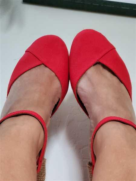 Neli Moody verified customer review of Pubol Canvas Espadrille Wedges - Red