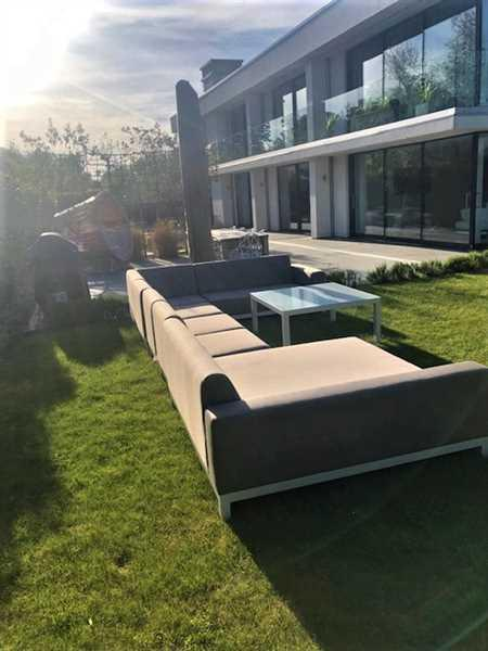 Ollie McGovern verified customer review of Minimo Sunbrella Fabric Large Garden Corner Sofa White Metal Frame
