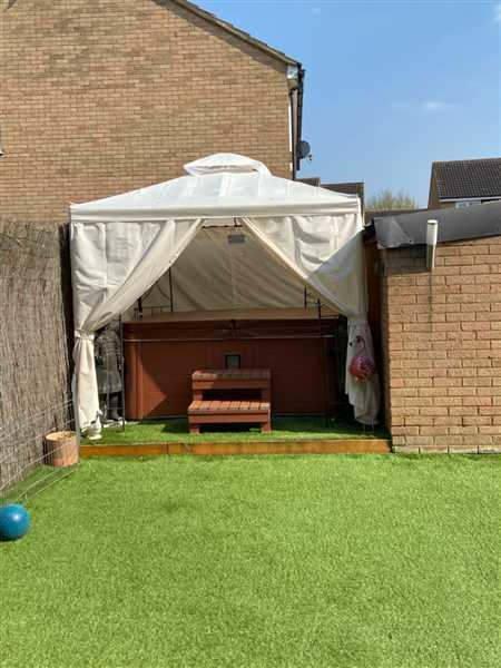 Mrs Lisa Cracknell verified customer review of Universal Side Panel Set for 2.5m x 2.5m Patio Gazebo - Set of 4