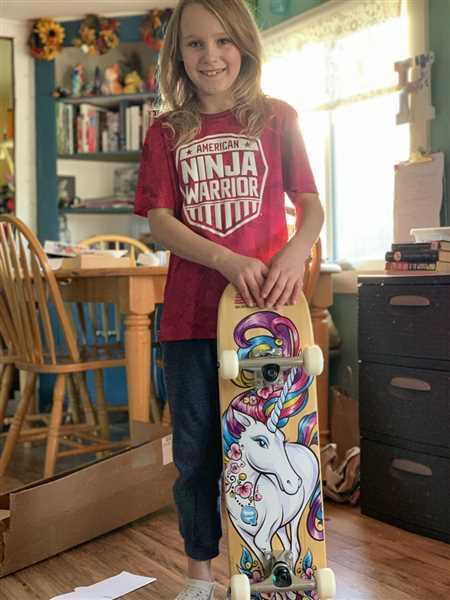 Bryan Tracey SkateXS Unicorn Advanced Complete Skateboard for Kids Review