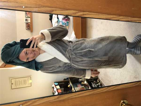 Jessie Scanlon verified customer review of Keila Sherpa Fleece Robe