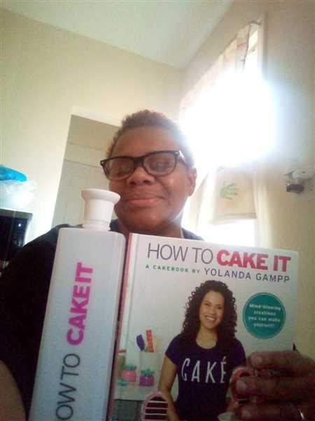 Martha Ocasio verified customer review of How To Cake It Cakebook & Bottle Combo