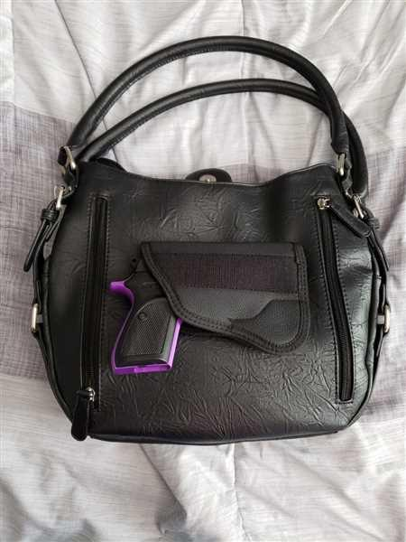 Anonymous verified customer review of VISM by NcSTAR Concealed Carry BWD001 Quilted Hobo Bag Black