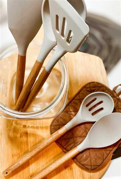 Zulay Kitchen Premium 5 Piece Silicone Utensils Set with Authentic Natural Acacia Hardwood Handles Review