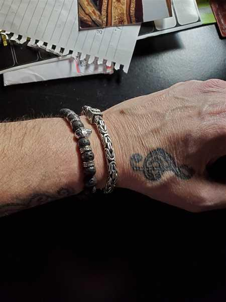 Jeffrey Getchell verified customer review of Emperador Silver Skull Bracelet