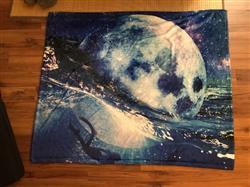 Johan A. verified customer review of Moon Crush Blanket