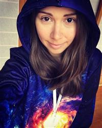 Evelien S. verified customer review of The Big Bang Pullover Hoodie